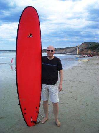 Soeren mit Surfboard