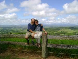 Mit seiner Frau beim Millaa Millaa Lookout auf dem Atherton Tableland