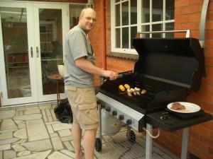 Soeren beim BBQen