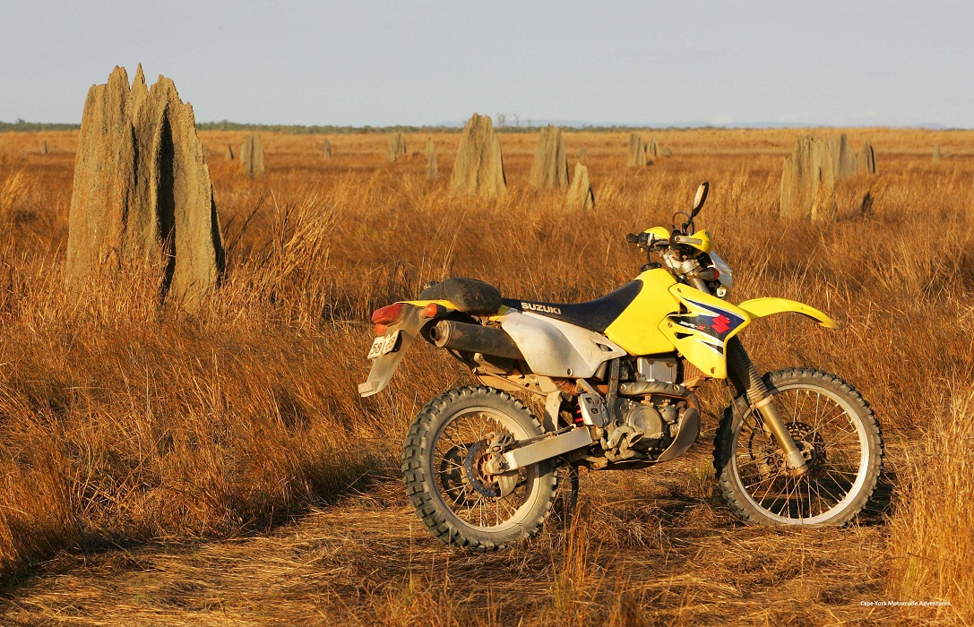Motorrad fahren in Australiens Dschungel