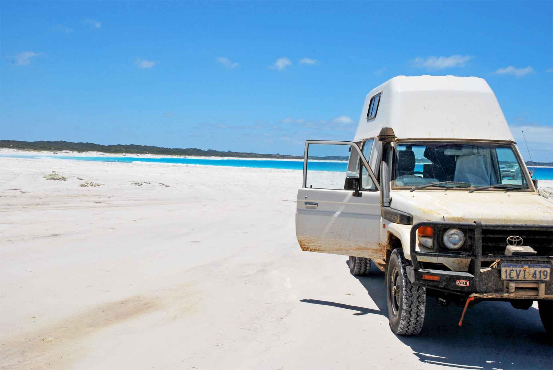 4WD Fahrzeug am Strand
